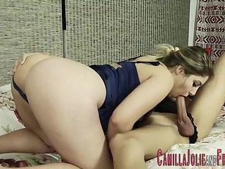 Tranny babe fucks pussy