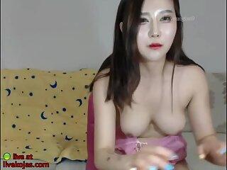 Asian horny camgirl with nice tits masturbates