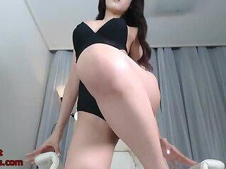 Korean hot babe shows her body